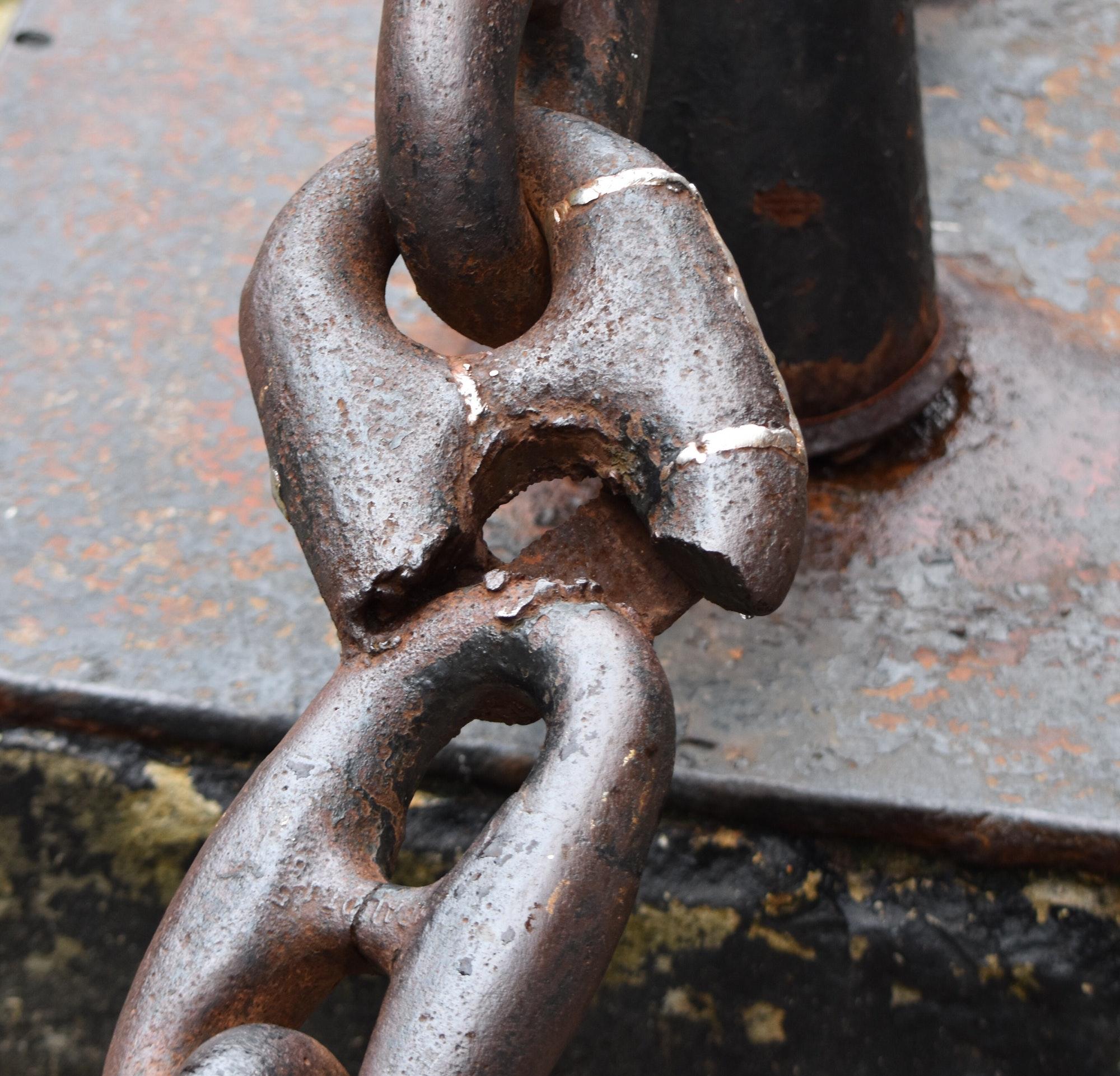 Broken chain. Business continuity. Interruptions broken links supply chain